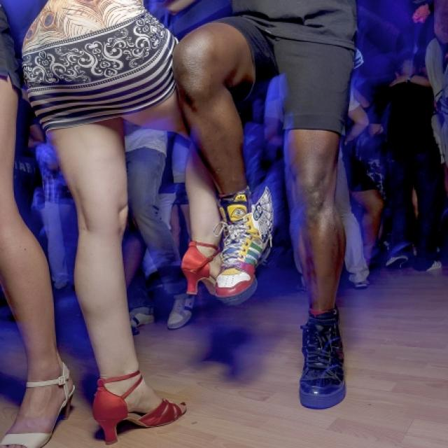 Female perspective - the worst pick-up lines on the dance floor